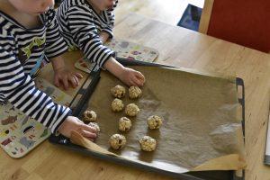 Kinder bácken gesunde Kekse