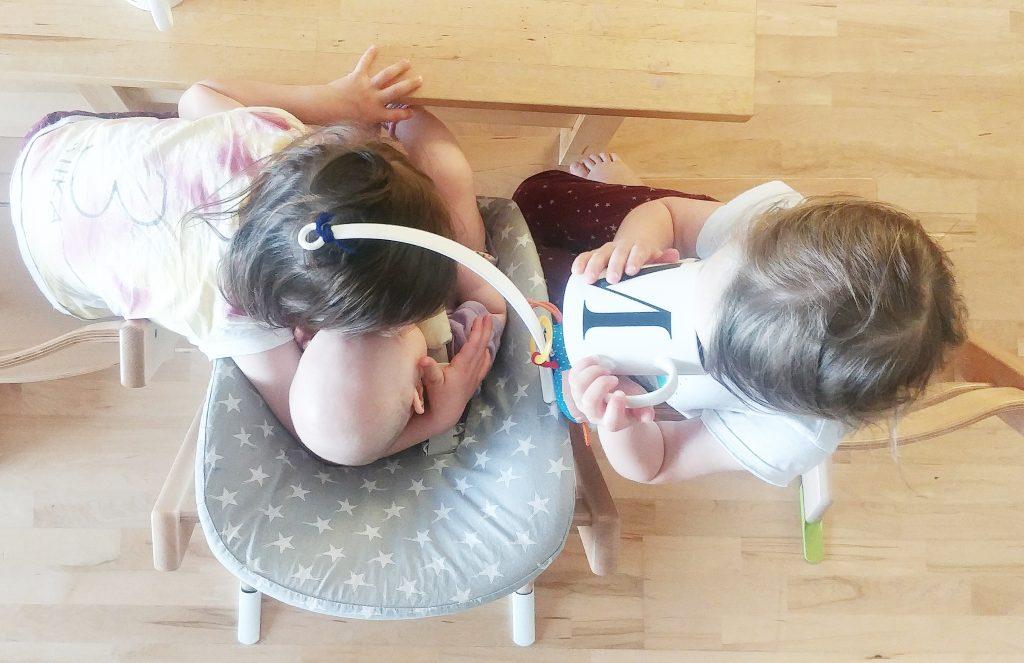 Drei Kinder im Tripp Trapp von Stokke